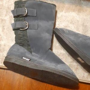 NWT Mukluks boots